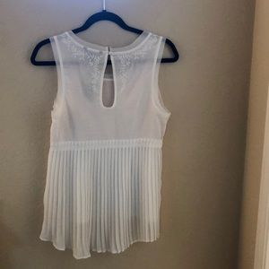 Off white sleeveless American Eagle blouse